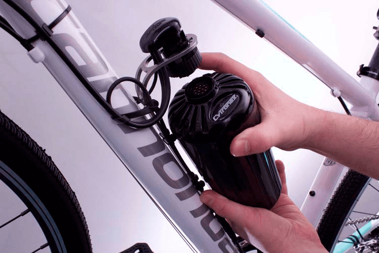 The bottle clamps quickly and easily on the bike with the patented quick connector