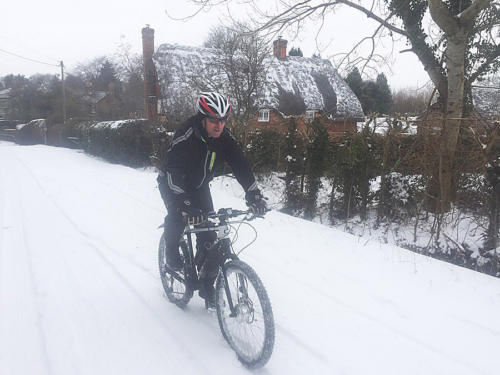Commuting in Snow with Cytronex C1 two wheel Drive!