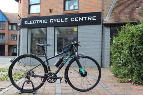 Customer's Pinnacle hybrid road bicycle fitted with Cytronex C1 electric bike conversion kit